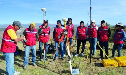 Práctica de campo: ESTUDIANTES DE TOPOGRAFÍA REALIZARON LEVANTAMIENTO CATATRAL RURAL